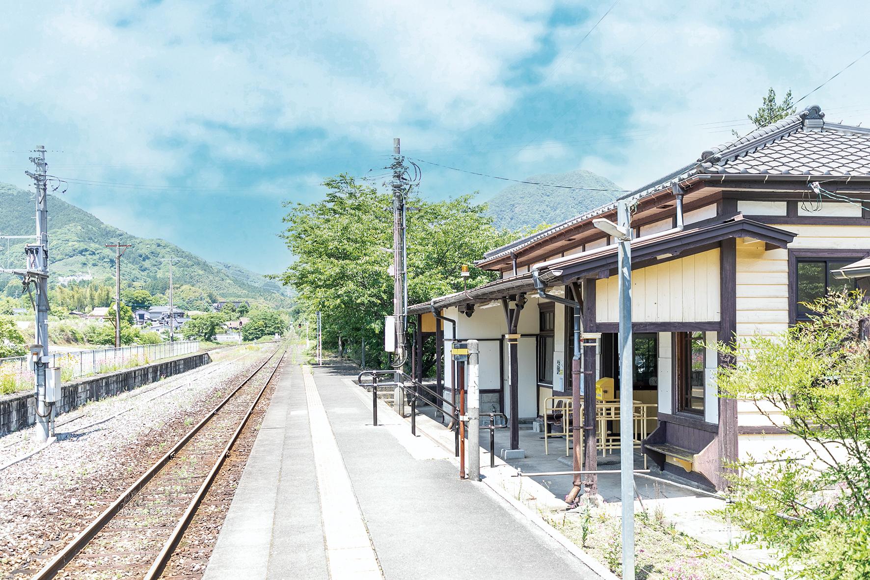 JR採銅所駅のホーム
