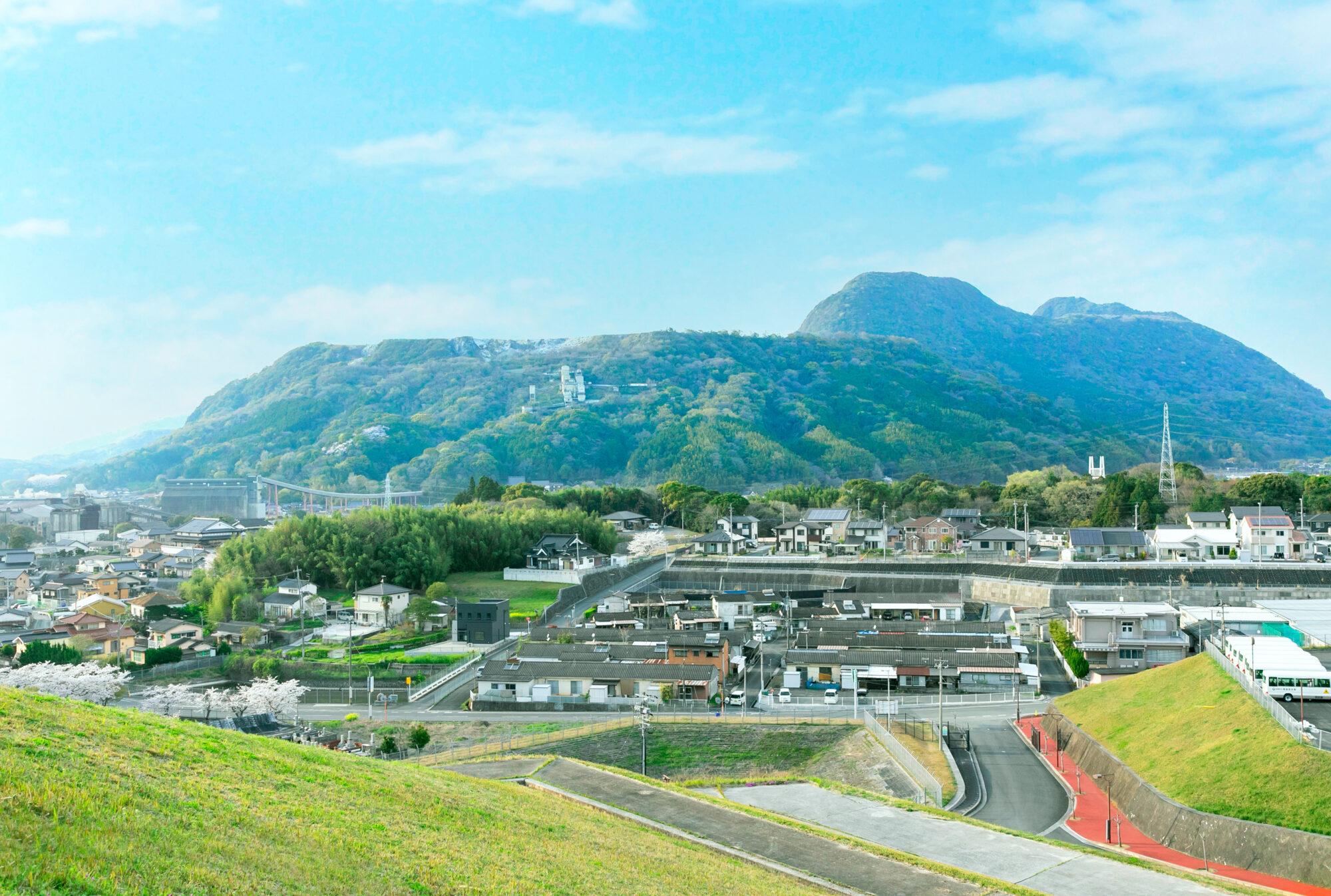 香春町総合運動公園から見た香春岳
